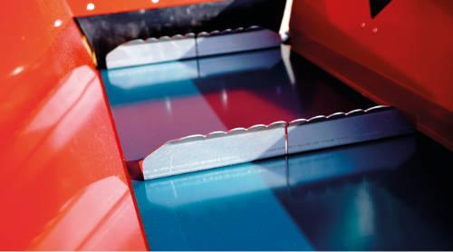 Detalle de las palas de la cinta transportadora de la astilladora