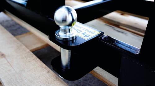 Detalle del cabezal de remolque de la astilladora con cinta transportadora