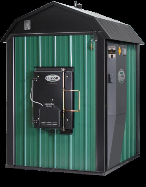 Una caldera de leña de instalación exterior Central Boiler classic CL 6048 titanium series.